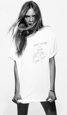 Cara Delevingne in Marc Jacobs t-shirt English Fashion, Laetitia Casta, Natalia Vodianova, Victoria's Secret, Doutzen Kroes, Vogue, Behati Prinsloo, Kate Moss, Barbara Palvin