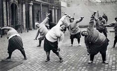 four months until summer time to start getting that beach body - Dump A Day Haha Funny, Hilarious, Funny Stuff, Dump A Day, Look At You, Just For Laughs, Historical Photos, Laugh Out Loud, Make Me Smile