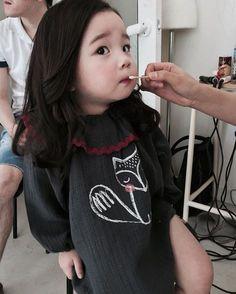 mamma e j keta hata. K deda ne Mari jarur hati ane hu Ani pase nati. Cute Asian Babies, Korean Babies, Asian Kids, Cute Babies, Cute Little Baby, Cute Baby Girl, Little Babies, Cute Family, Baby Family