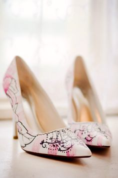 hand painted wedding shoes from artist Deborah Thomson from Figgie Shoes
