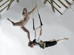 Doubles Trapeze // headstand
