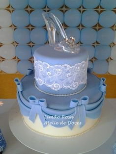 Cinderella party cakes - Celebrat : Home of Celebration, Events to Celebrate, Wishes, Gifts ideas and more ! Pretty Birthday Cakes, 16 Birthday Cake, Sweet 16 Birthday, Girl Birthday, Cinderella Sweet 16, Cinderella Birthday, Cinderella Cakes, Cinderella Centerpiece, Cinderella Quinceanera Themes