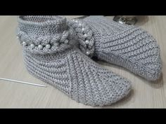 Discussion on LiveInternet - The Russian Online Diaries Service Knit Slippers Free Pattern, Crochet Bunny Pattern, Knitted Slippers, Knit Crochet, Baby Knitting Patterns, Plushie Patterns, Knitting Videos, Knitting Socks, Crochet Projects