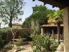 Vue dégagée sur la terrasse « Amazone », Un petit des tropiques à la Villa L'occitane (34700 - Poujols). ☼ #villaloccitane #Poujols #vacances