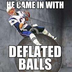 Funniest Tom Brady DeflateGate Memes (14 Photos) Nfl Jokes, Funny Football Memes, Funny Nfl, Funny Sports Memes, Sports Humor, Hilarious, Basketball Memes, Funny Patriots Memes, Football Humor