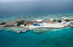 De Palm Island in Aruba is a private reef with a gentle surf, great for snorkeling. White powder sand. Good spot for picnics. Waterpark for kids available.