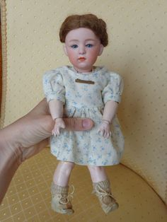 Antike Puppe geschlossener Mund antique doll with closed mouth