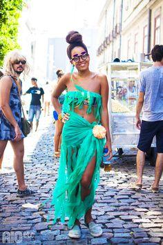 Encontramos por aí, nos blocos do Rio: uma sereia do asfalto.