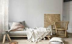 Dacă aveți o locuință de mici dimensiuni, care nu vă oferă prea multe variante de amenajare, alegeți stilul japonez, deoarece acesta este special creat pentru spațiile reduse. Având la bază elemente minimaliste, stilul japonez vă poate conferi impresia de spațiu mărit, fără prea mare efort din partea dvs.