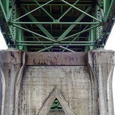Saint Johns Bridge - Autumn series #saintjohnsbridge #bridge #portlandbridges #portlandoregon #cloudy #rain #oregon #pnw #pnwonderland #pnwisbeautiful #pacificnorthwest #architecture #architecturedetail #cityscape #nofilter