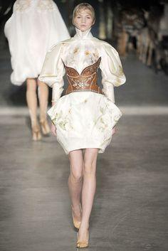 Alexander McQueen Spring 2009 Ready-to-Wear Collection Photos - Vogue