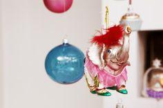 Kleurrijke en sprookjesachtige kerstballen