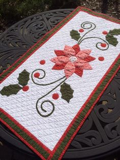 Saw this pattern in a recent magazine-it was done in nontraditional Christmas colors and was very pretty. I decided to try it in traditional colors, Quilted Table Runners Christmas, Halloween Table Runners, Christmas Patchwork, Christmas Quilt Patterns, Christmas Runner, Christmas Applique, Table Runner And Placemats, Table Runner Pattern, Christmas Sewing