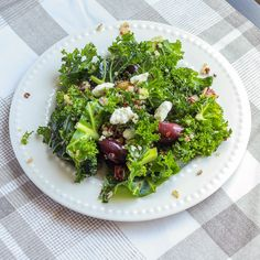 A delicious and healthy Greek inspired Mediterranean diet friendly salad. Kale and quinoa pairs lovely with kalamata olives and feta to create perfection.