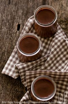 creme au chocolat et a la banane ... Does the chocolate make the gingham prettier or vice-versa?  Yes there is a recipe.