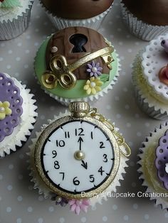 Alice in Wonderland 3rd Edition - pocket watch Alice In Wonderland Food, Alice In Wonderland Cupcakes, Alice Tea Party, Pretty Cupcakes, Mad Hatter Tea, Mad Hatters, Disney Cakes, Cupcake Cookies, Fondant Cupcakes