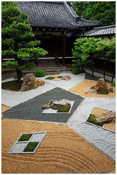 A modern Zen Garden at Shinnyo-do(真如堂) in Kyoto, Japan designed by Chisao Shigemori (重森千青), who is a grandchild of famous garden designer,Mirei Shigemori (重森三玲).