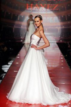 http://www.couturehayez.com/blog/wp-content/uploads/2012/09/2-audrey-sposa-organza.jpg