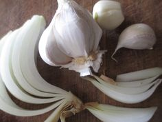 how to make your own garlic and onion powder.