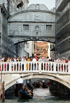 The Bridge of Sighs and the (always overcrowded) Bridge of Straw