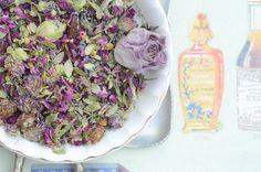 Soothing Bath Herbs - www.wrbodycare.com #WillowRose #comfrey #rosepetals #detox