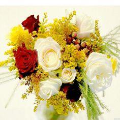 Country chic style #weddingbouquets #weddinginspo #weddingsmelbourne #instaweddings #weddinginspiration #melbournephotographer #weddingring #marriage #bridesmaids #roses #garden #beautiful #design #flowerdesign #melbournedesigner #bridetobe #engaged #futuremrandmrs