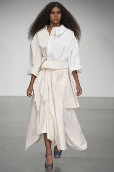 See all the Collection photos from A. Mode Spring/Summer 2018 Ready-To-Wear now on British Vogue Fashion 2018, Fashion Week, Runway Fashion, Womens Fashion, London Fashion, Spring Summer 2018, Spring Summer Fashion, All Black Fashion, Fashion Show Collection