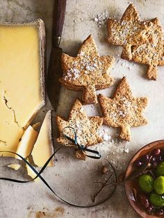 Donna Hay kitchen tools, homewares, books and baking mixes. Quick and easy dinner or decadent dessert - recipes for any occasion. Delicious Cookie Recipes, Yummy Cookies, Dessert Recipes, Desserts, Christmas Lunch, Christmas Treats, Christmas 2017, Lavosh Recipe, Crackers