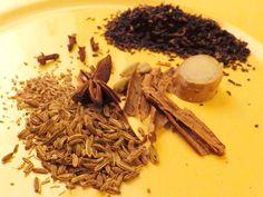 Im Winter macht dieser Tee wunderbar warm und, durch den starken Schwarztee, auch munter.