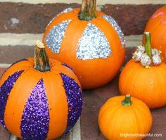 s 13 popular ways to decorate a pumpkin with little or no carving, Pour on glitter for some sparkle Spooky Pumpkin, Diy Pumpkin, Pumpkin Carving, Pumpkin Ideas, Diy Halloween Decorations, Halloween Crafts, Happy Halloween, Halloween Stuff, Halloween Ideas