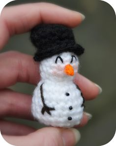 free Crochet Pattern: Mini snowman