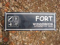 Pretoria - Zuid-Afrika - Mageliesberg - Wonderboom Nationaal Park. In dit park zijn te zien: bijzondere dieren als klipdas en zwarte arend, een Nederlands koloniaal fort, een 1000-jaar oude boomgroep, en archeologische vindplaatsen (ijzer- en steentijd). Foto: G.J. Koppenaal 1/7/2006