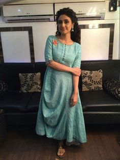 casual date outfit Salwar Designs, Blouse Designs, Indian Dresses, Indian Outfits, Kurta Style, Draped Dress, Indian Ethnic Wear, Indian Designer Wear, Lovely Dresses