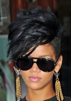 Faux Hawk Hairstyle is storming the fashion domain and deserves to be tried at least once. Check out some cool ideas on faux hawk hairstyles. Faux Hawk Hairstyles, Cool Hairstyles, Rhianna Hairstyles Short, Casual Hairstyles, Medium Hairstyles, Stylish Short Haircuts, Edgy Haircuts, Pixie Haircuts, Short Haircuts