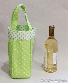 Sac à bouteille DIY Les tutoriels de Louise- les lubies de Diy Bottle, Bottle Bag, Sewing Hacks, Sewing Crafts, Sewing Projects, Diy Sac, Creation Couture, Couture Sewing, Bag Making