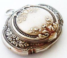 silver chatelaine antique - Vintage Makeup, Vintage Vanity, Antique Jewellery, Vintage Jewelry, Vintage Silver, Antique Silver, Antique Fans, Country Jewelry, Silver Prices