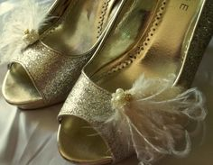 Wedding Shoe Clips Bridal Ivory Feathers pearls crystals rhinestones gold set 2  #ShoeClipsOnly