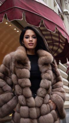 Sable Fur Coat, Fur Coat Fashion, Fur Bomber, Fur Accessories, Fabulous Furs, Cute Woman, Fox Fur, Jacket Style, Winter Coat