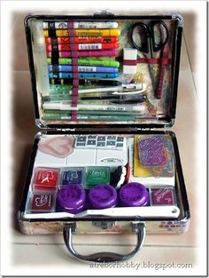 How to make an art journal kit....to take along.  Several art journal work areas pictured.