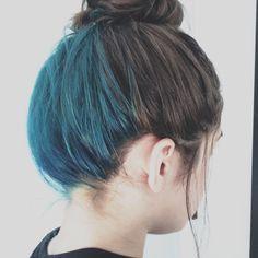 Lovely hair Hair Color Streaks, Hair Color Purple, Cool Hair Color, Green Hair, Blue Hair, Under Hair Color, Hidden Hair Color, Underdye Hair, Medium Hair Styles