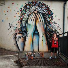 Street Art by Alice Pasquini in Campomarano, Italy, May 2015 Street Art Graffiti, Street Art Berlin, Graffiti Wall Art, Murals Street Art, 3d Street Art, Mural Art, Street Artists, Banksy, David Zinn
