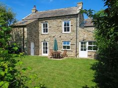 Tripadvisor - CROSS BECK COTTAGE, detached cottage, en-suite, woodburner, walks and cycle - Vakantiehuis in Grinton Yorkshire County, Yorkshire Dales, Cottages Uk, Holiday Cottages To Rent, Wood Burning, Trip Advisor, Cabin, House Styles, Building