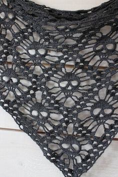 Check out this sweet Skully Shawl ! Free pattern & tutorial - http://kungenomajkis.blogspot.se/2013/04/virkad-doskallesjal-med-monster.html (an English translation follows the Swedish instructions)