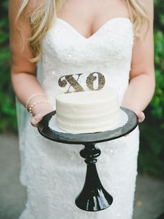 A glittery X and O wedding cake topper is fun and adorable, while still totally minimalistic.