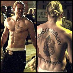 My perfect guy ❣️ - Tattoos - Celebridades Sons Of Archery, Jamie Johnson, Sons Of Anarchy Samcro, Charlie Hunnam Soa, Herren Style, Jax Teller, Don Juan, Man Bun, Raining Men