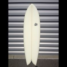 Model : Addiction B-52 6'0x20.4x2.75.  Shape: Twin avec double concave entre les Keel Fins   Commentaire: Le B52 est le rétro fish inspiré des années Steve Liz, se surfe tout en courbe gréce à son outline généreux et à ses 2 keels fins. Surfer le de 4 é 6'' plus court que votre shortboard car sa flottabilité est extrême ! Plus qu'un surfboard, c'est l'icon du rétro.   Taille: de 5'6'' à 6'5'' / Vague: 50 cm à 1 m50