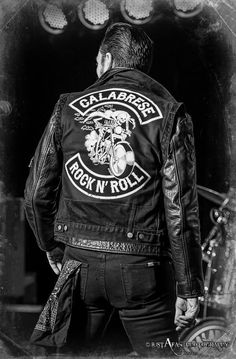 rock n' roll. Boys Leather Jacket, Biker Leather, Leather Jackets, Teddy Boy Style, Jean 1, Battle Jacket, Bike Photography, Estilo Rock, Teddy Boys