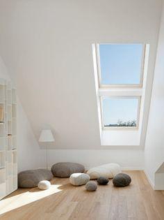 La finestra per tetti Velux 62 di Velux con triplo vetro ha trasmittanza pari a…