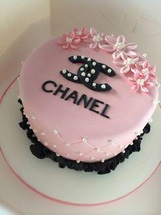 Birthday cake ❤️ uploaded by Tahira Shabir on We Heart It 60th Birthday Cupcakes, Chanel Birthday Cake, Creative Birthday Cakes, Birthday Cakes For Teens, Beautiful Birthday Cakes, Birthday Cake For Boyfriend, Chanel Cake, Simple Cake Designs, Fashion Cakes