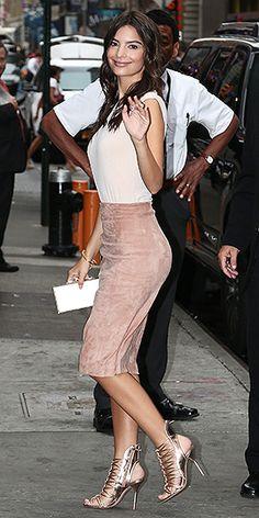 Jennifer Lopez The Dreaded Turtleneck She Makes It Work Lol Celebrity Style Inspiration